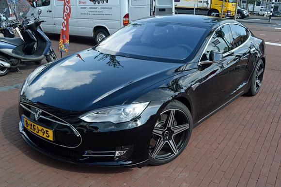 Tesla Model S 2014. Photo by free photos / CC