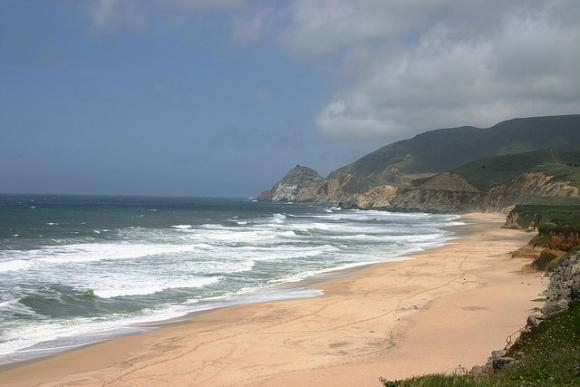 Montara Beach, framed by picturesque headlands to the north, is a Bay Area favorite. Photo by Manny Vannucci on Flickr.