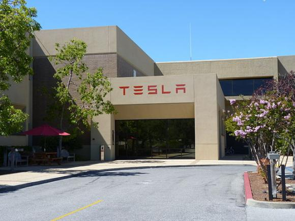 Tesla Motors headquarters in Palo Alto, CA. Photo by Tumbenhaur / CC