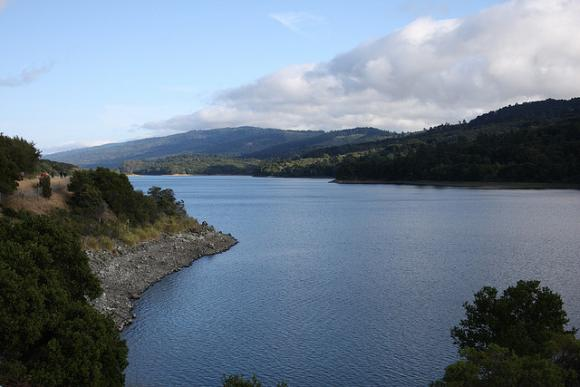 The Crystal Springs Reservoir and Santa Cruz Mountains. Photo by Pargon on Flickr/CC